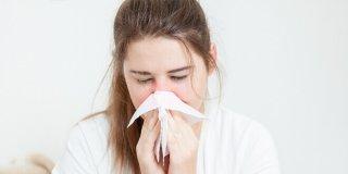 Curenje nosa – uzroci, simptomi i liječenje