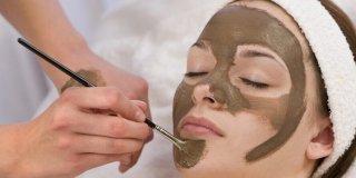 Proširene pore – uzroci, njega lica i medicinski tretmani