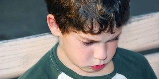 Autizam kod djece – kako ga prepoznati, uzroci i liječenje