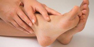 Bradavice na stopalima – uzroci, simptomi i liječenje