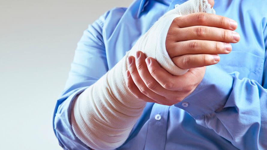 slomljena ruka naslovna