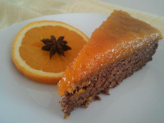 Torta od rogača s  premazom od sušenih marelica