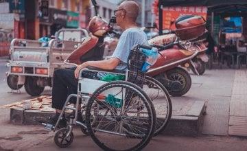 Čovjek u kolicima