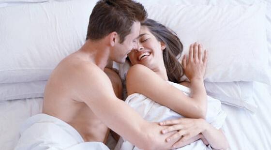 parovi u krevetu