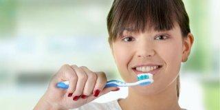 Upala zubnog mesa i zubni kamenac: Riješite ih se zauvijek!