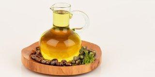 Ricinusovo ulje za rast kose, pomlađivanje kože i čvrste nokte