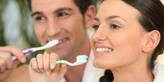 Kako izbijeliti zube kod kuće?
