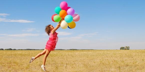 sretna-zena-s-balonima
