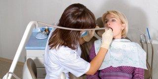Povlačenje zubnog mesa – uzroci, simptomi i liječenje