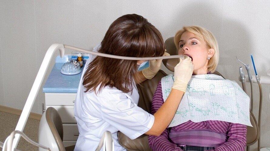 Povlačenje-zubnog-mesa