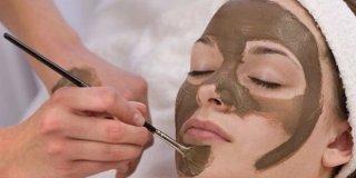 Maske od gline za lice – potpuni vodič za zdravu i blistavu kožu