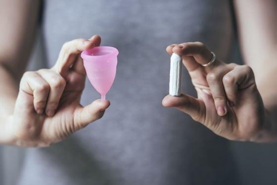 menstrualna-casica-vs-tampon