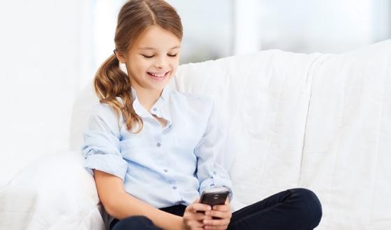 djevojcica-s-mobitelom