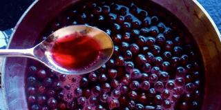 Sok od aronije – kako ga napraviti i u kojim količinama piti