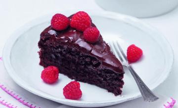 cokoladni-kolac-s-malinama