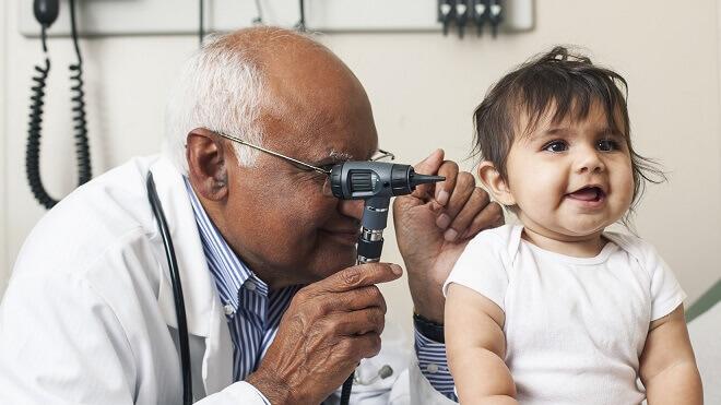 dijete-i-lijecnik-na-pregledu