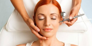 Tretman lica kisikom – osvježenje umorne i zrele kože