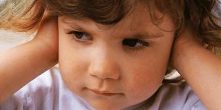 Začepljeno uho – kako ga prirodno odčepiti