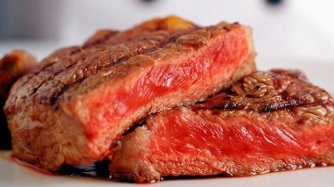 nedovoljno-peceno-meso
