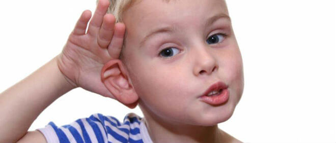 Dijete savija uho