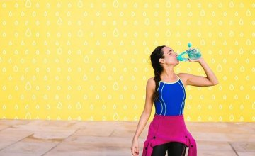 djevojka-pije-vodu