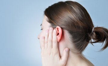 pucketanje u uhu
