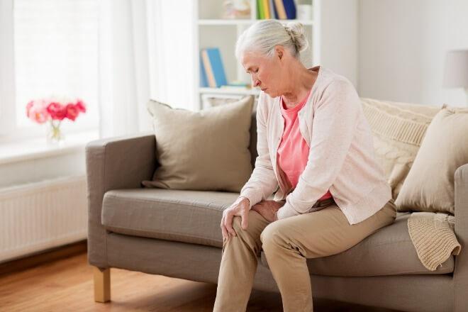 Slabost-u-nogama-kod-starijih