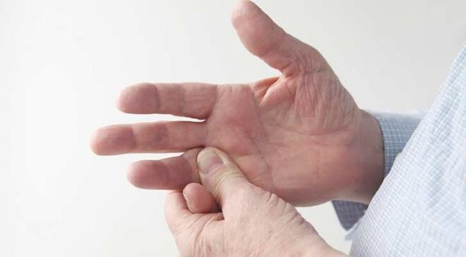 ukocenost prstiju lijeve ruke