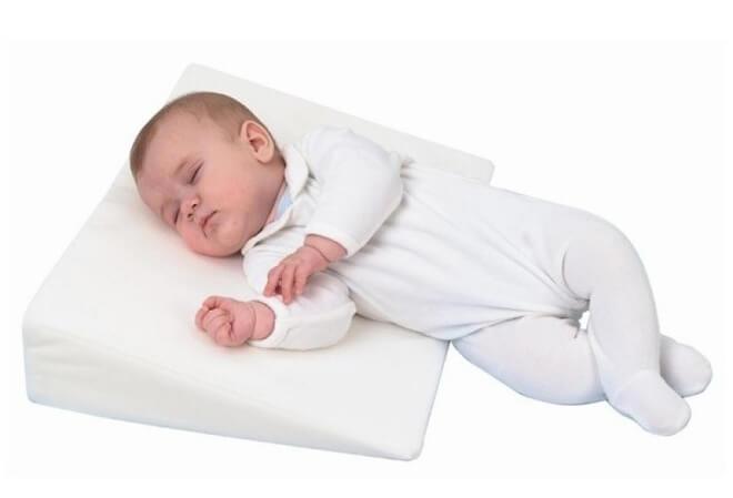 klinasti jastuk za bebe
