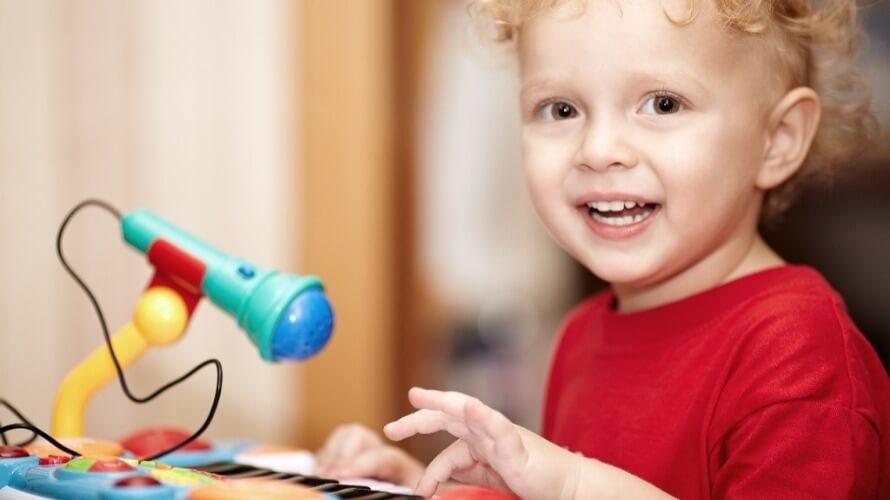Kako-pomoći-djeci-glazbom