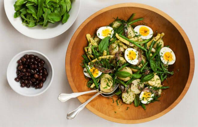 mahune salata s jajima