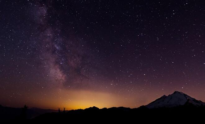 Noćno nebo sa zvijezdama