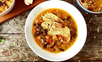 Minestrone juha od ječma i gljiva