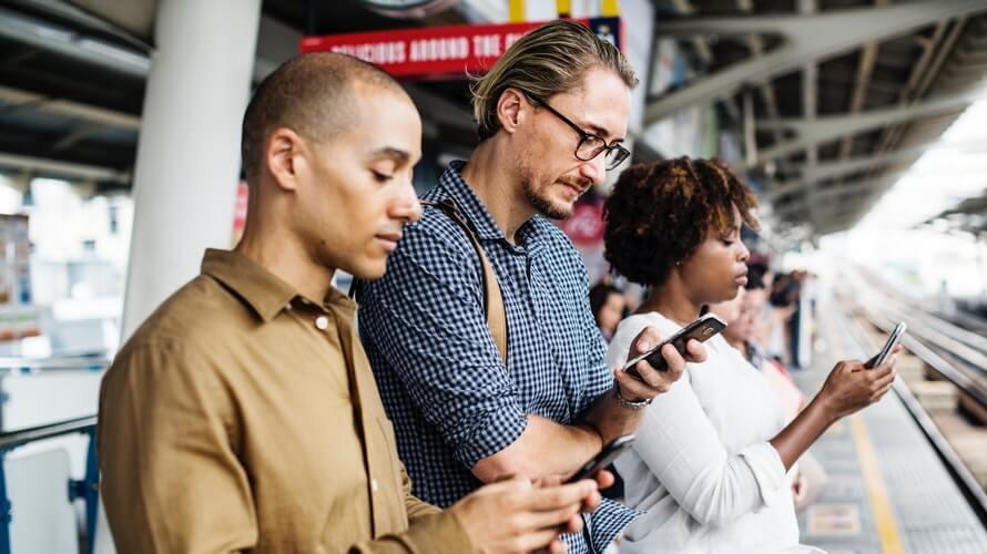 Mobiteli zamjenjuju obitelj i prijatelje