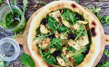 Pizza s pestom i artičokama