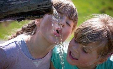 8 čaša vode