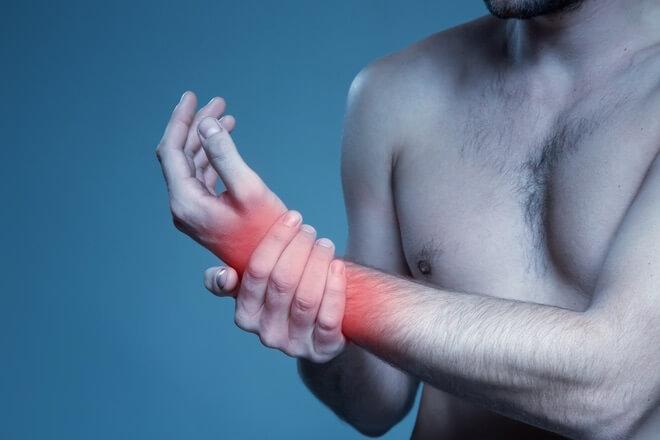 Bol u ruci