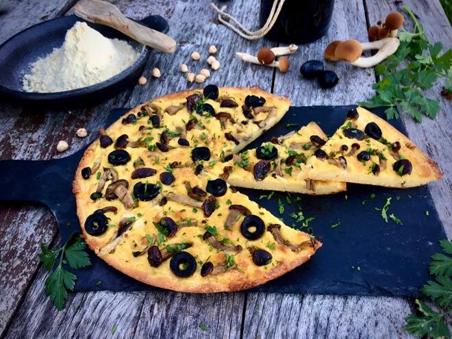 farinata od slanutka s maslinama i gljivama