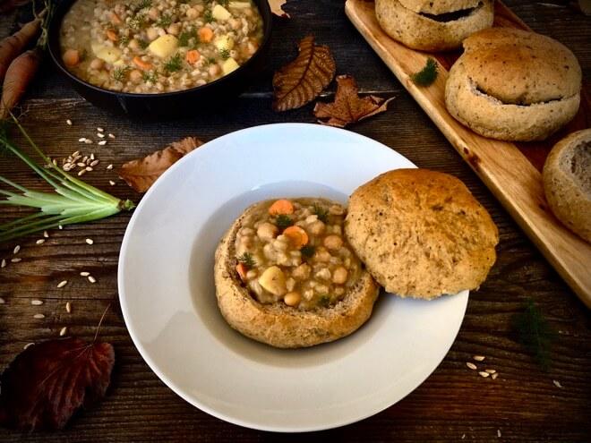 Košarice od kruha punjene varicom od slanutka