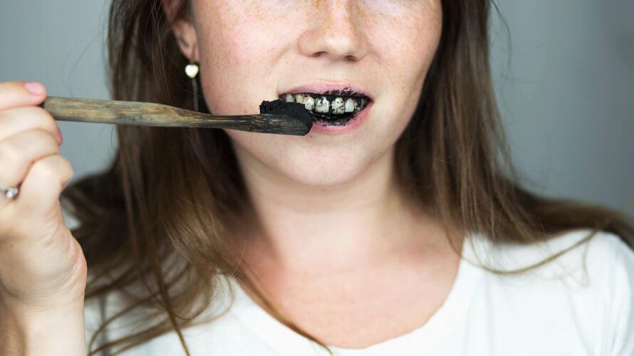 crna pasta za zube