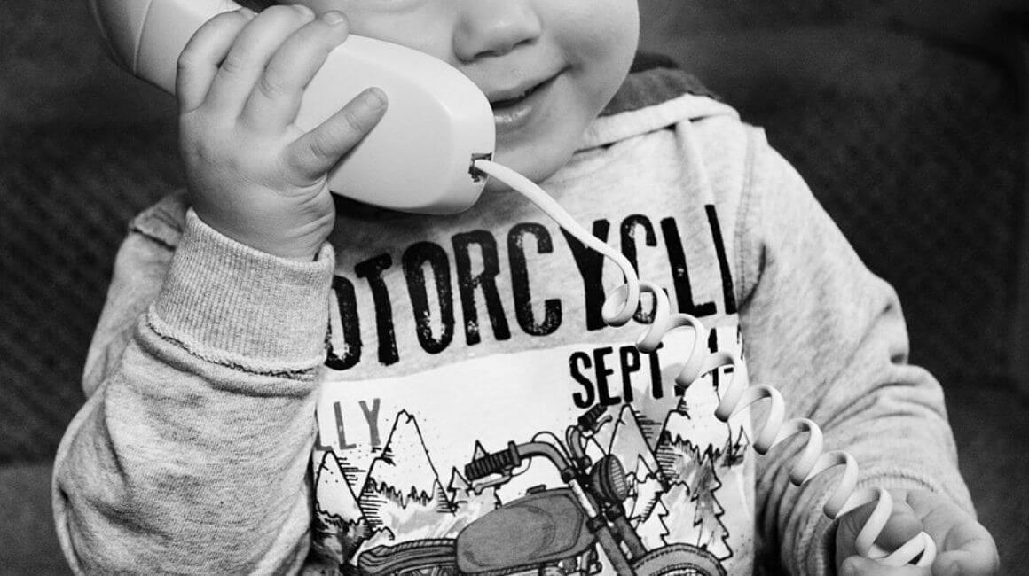 Dijete telefonira