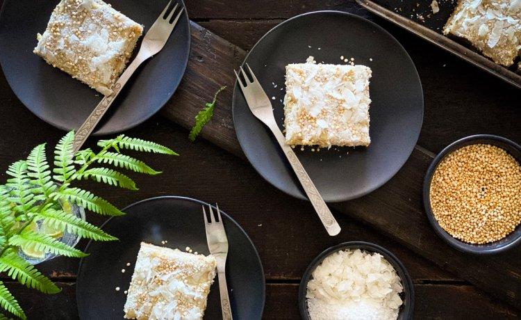 Kolač od bijele čokolade i kokosa