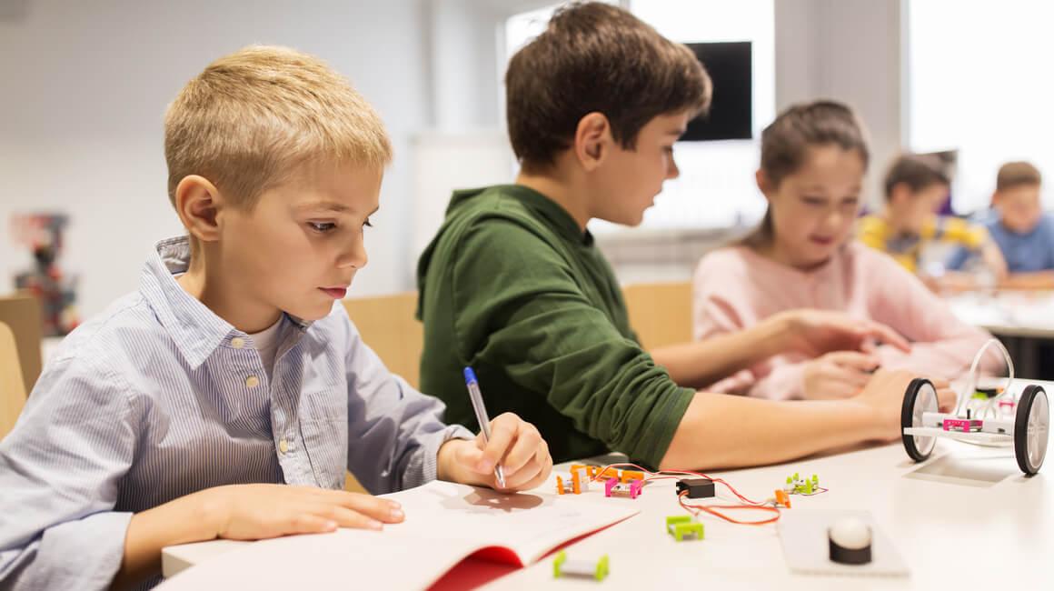 djeca u školi